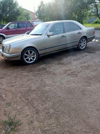 Продам Mercedes E 230