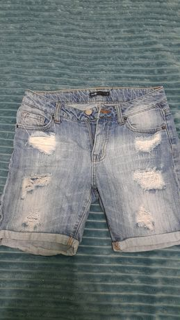 Продам фирменные,  джинсовые шорты. Размер  25