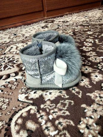 Продам детскую зимнюю обувь.
