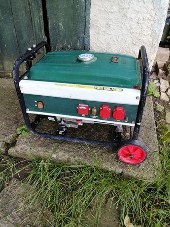 Inchiriez generator