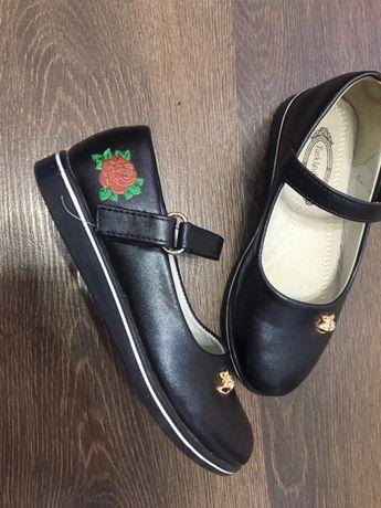 Продам туфли на девочку размер 31
