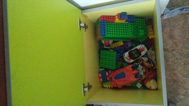 Продам ящик с игрушками