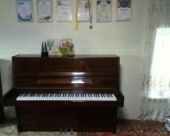 Продам фортепиано Riga