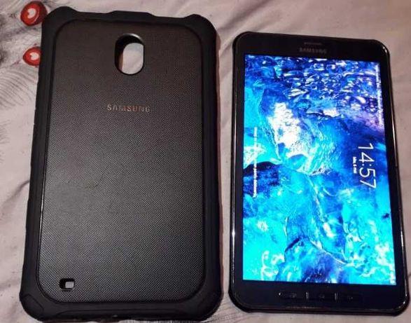 Vand sau schimb cu tel.SM-T375 Galaxy Tab active +husă originală+pix