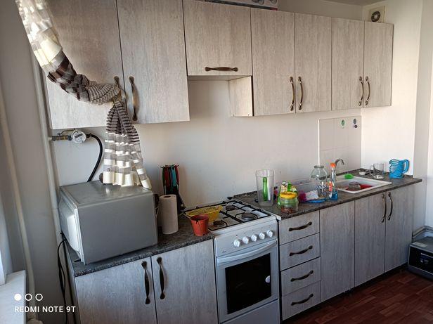 Кухня в отличном состоянии , шкаф