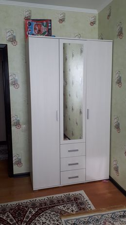 Чистый белый шкаф. Срочно продам