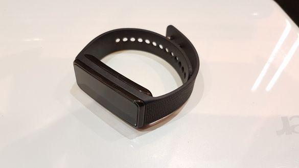 Продавам часовник / фитнес гривна NuBand