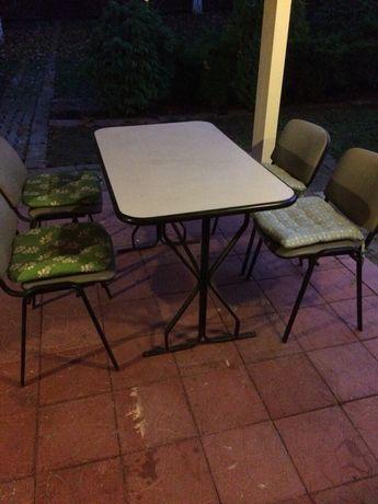 Masa metal cu scaune tapițate