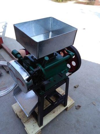 Плющилка для зерновых и бобовых культур 200 кг/час