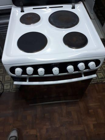 Kaiser  плита  электрическая размер 60×60в отличном состоянии чистая