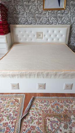 Срочно продается двуспальная кровать
