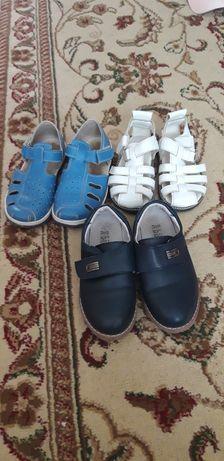 Туфли и сандалии для мальчиков в отличном состояний