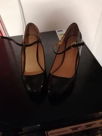 Pantofi marimea 40