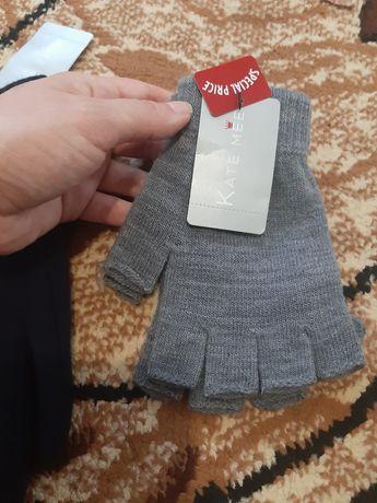 Чисто Нови Ръкавички с етикета