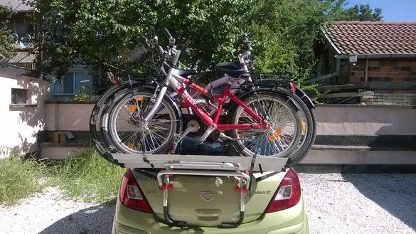 Багажник за колелета предназначен за кемпер, автомобил, бус или джип.