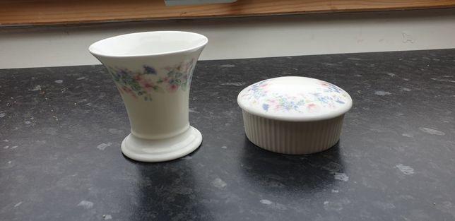 Cutiuta inel și vaza mică de la wedgwood