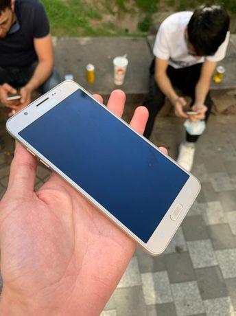 Телефон Samsung Galaxy J7 2016
