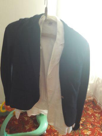 Продам пиджаки синий и белого  цвета