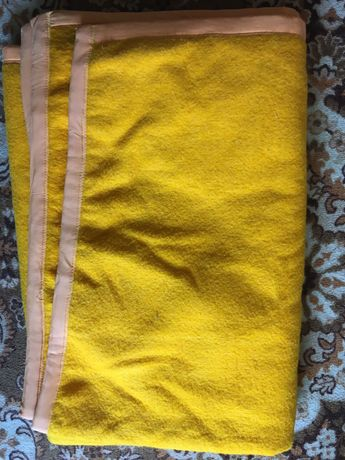 2 броя оранжеви вълнени одеяла 190/155 см