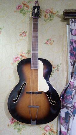 Продам гитару Лигнатон чехословатская антиквариат и раритет 1960года