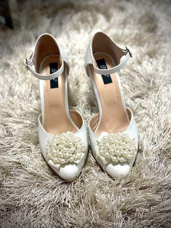 Pantofi de mireasa cu perle