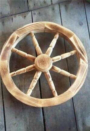 Roata din lemn / pentru car , fântâna