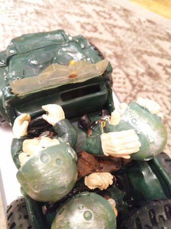 Pușculiță Hummer cu Soldați