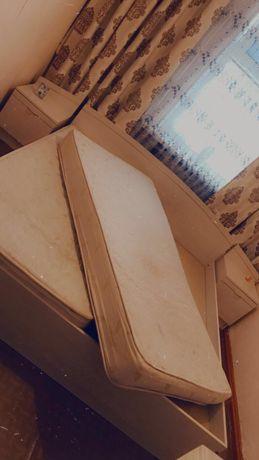 Кровать прикроватные тумбы с матрасом