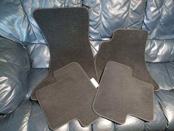 Продавам НОВИ оригинални текстилни стелки за Ауди А4 Б8 (Audi A4 B8)