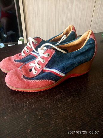 Продам женские замшевые кроссовки