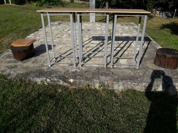 Барплот,етажерка,работен плот,помощна маса,количка - метална основа.