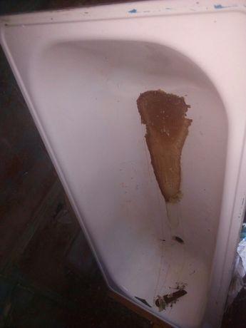 Ванна состояние хорошая толко в одном месте есть царапена