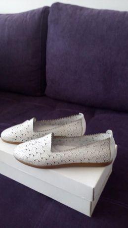 Продавам нови дамски обувки от естествена кожа