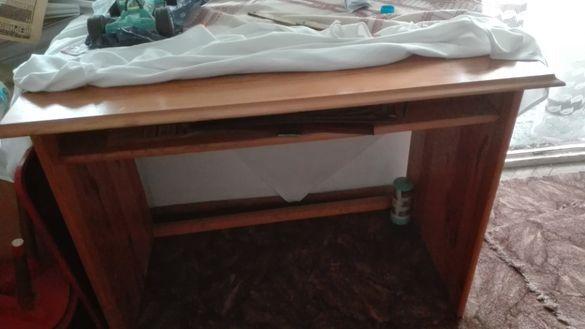Класическо дървено бюро