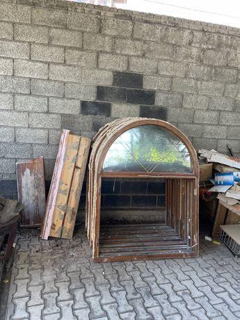 Окна с подоконниками