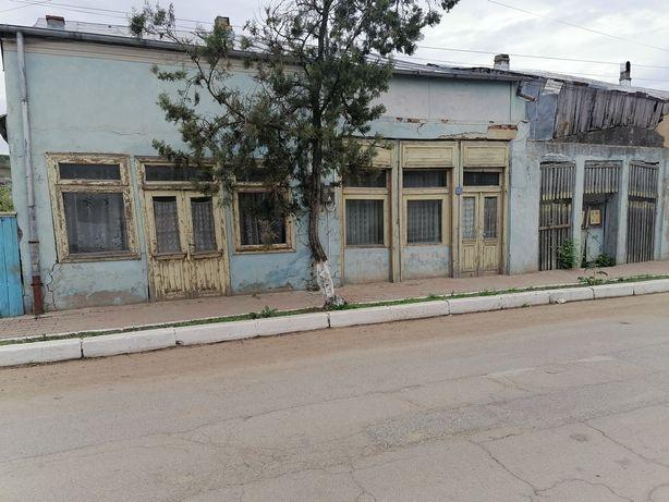 Vând teren casa Berești central