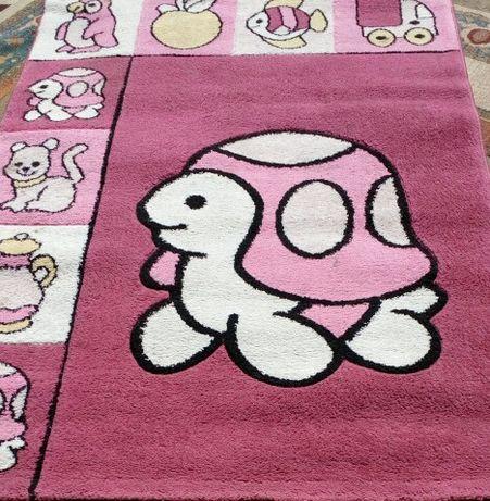 170см./120см.ПЛЪТЕН, симпатичен килим в малинов цвят с картинки