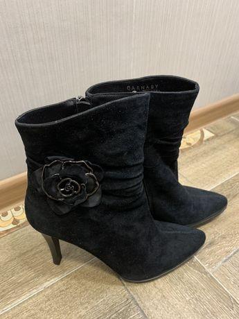 Зимние сапоги на каблуках