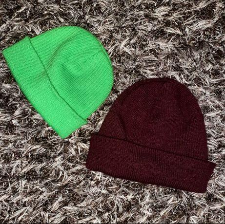 Set doua caciuli beanie, una e verde neon, iar cealalta e H&M