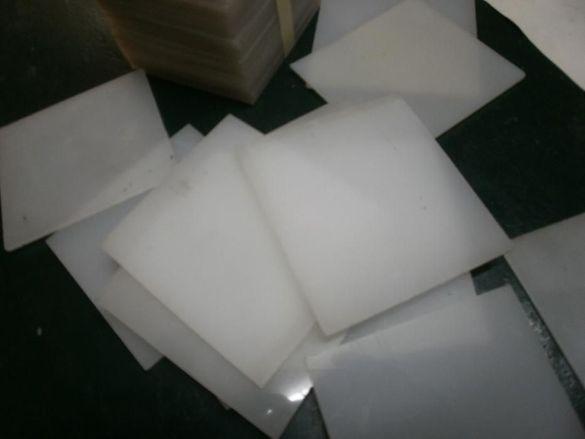 Плексиглас , Полистирол -, Дърволит - парчета и табелки