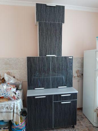 Напольный и навесные шкафы на кухню