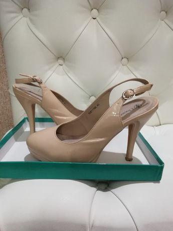 Продам туфли бежевые