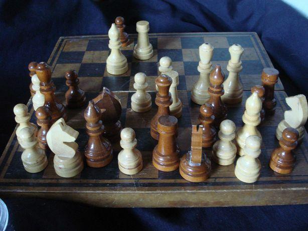 Шахматы 1966 Дерево в ящике в коробке Большие фигуры. Состояние отл .