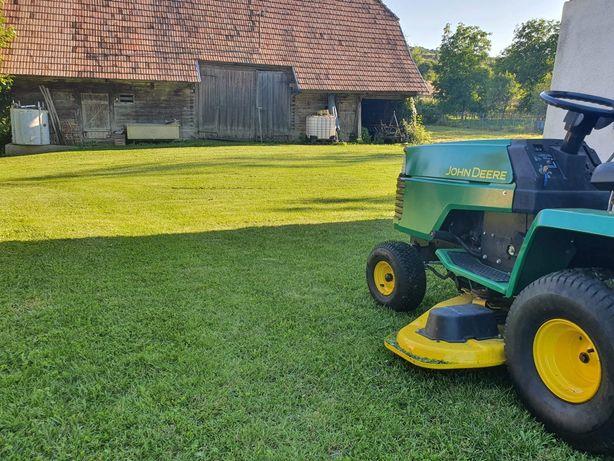 Tractoras de tuns iarba, gazon