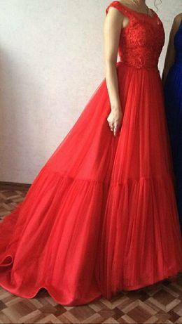Продам красивое платье красного цвета.