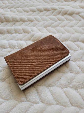 Portcard/portofel (8 carduri) protectie RFID, maro