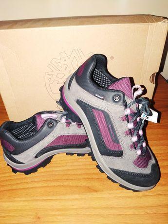 Pantofi sport unisex ideali pentru drumetii