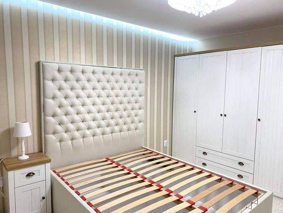 Тапицирани, луксозни спални и табли за спални и единични легла.