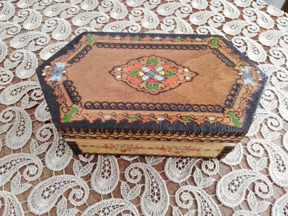 Дървена пирографирана нова кутия