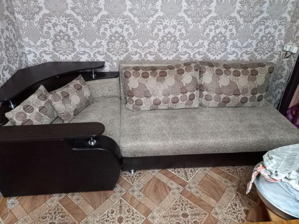 Угловой диван + два кресла